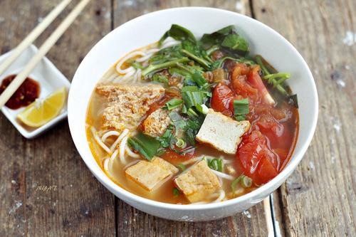 Vietnamese Vermicelli in Soup (canh bun)