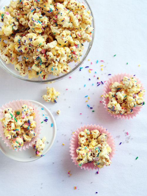 Sparkling Funfetti Popcorn Munch Leelalicious