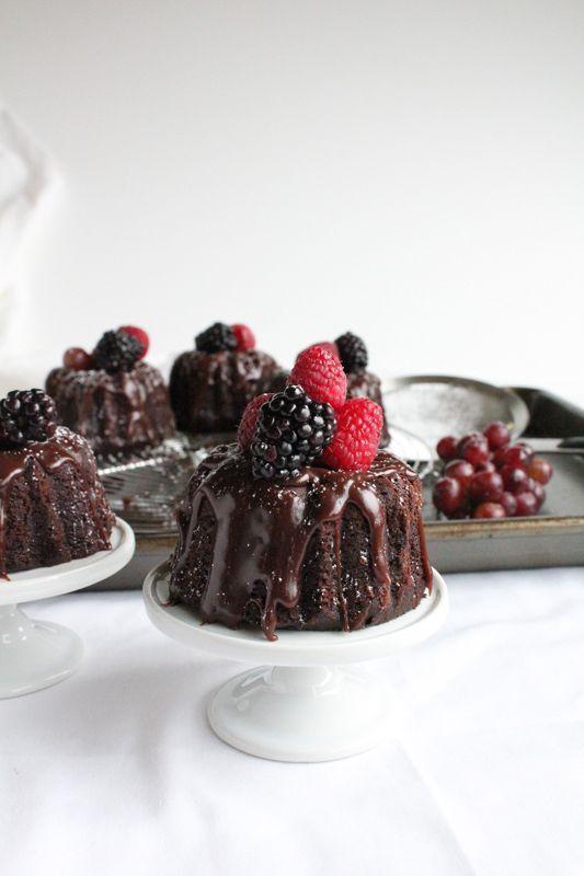 Mini Chocolate Bundt Cakes (via http